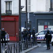 Angreifer vor PariserPolizeiwache hatte deutsche Sim-Karte (Foto)