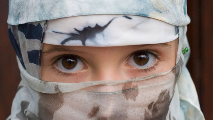 Eine junge Kurdin kann sich durch die Zahlung von 5.000 Euro ihres Vergewaltigers das Jungfernhäutchen wiederherstellen lassen. (Foto)