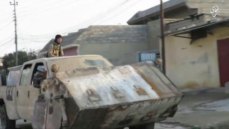 In einem Propagandavideo zeigt die IS-Terrormiliz, woran sie in den Waffenschmieden arbeitet. (Foto)
