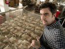 Jochen Lehmann (Bastian Pastewka) druckt in seiner Druckerei unermüdlich 50-Euroscheine. (Foto)