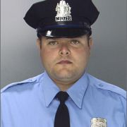 Polizist Jesse Hartnett.
