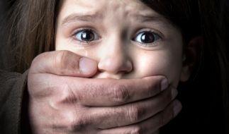 Eine Dreijährige soll in einer Flüchtlingsunterkunft missbraucht worden sein. (Symbolbild) (Foto)