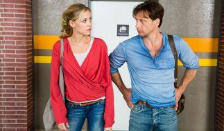 Stefan Vollmer (Hendrik Duryn) und Karin Noske (Jessica Ginkel) sind fassungslos. (Foto)