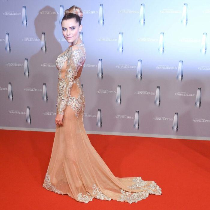 Nichts drunter beim Fernsehpreis: So erklärt sie ihr Nackt-Kleid! (Foto)