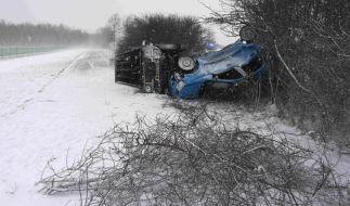 Auf schneeglatten Straßen ist es in Süddeutschland zu zahlreichen Unfällen gekommen. (Foto)