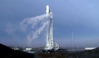 """Die SpaceX-Rakete mit Nasa-Satellit """"Jason-3"""" vor dem Start. (Foto)"""