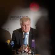 Trotz Schwächeanfall: Seehofer setzt Merkel weiter unter Druck (Foto)
