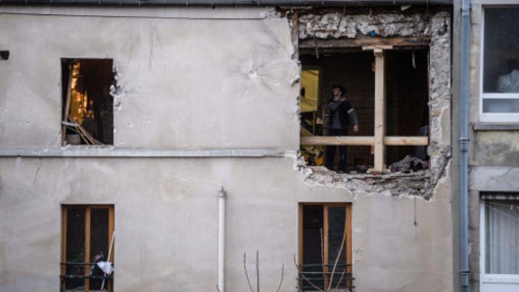 Einsatzort in St. Denis, nördlich von Paris: Hier sprengten sich die Attentäter in die Luft. (Foto)