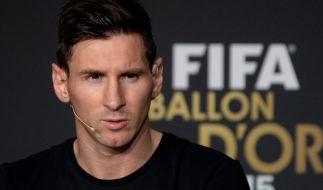 Als Lionel Messi den Fotowunsch des Polizisten ablehnte, drehte dieser durch. (Foto)
