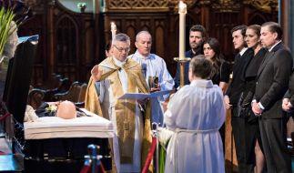 Die kanadische Sängerin Céline Dion trauert bei der Beerdigung in der Nôtre-Dame-Kirche von Montreal um ihren an Krebs verstorbenen Eheman René Angelil (73). (Foto)