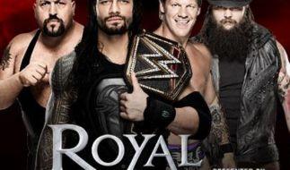Kann Champion Roman Reigns (2. v. l.) seinen Titel verteidigen. (Foto)