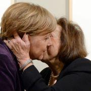 Kunst aus dem Holocaust trifft Kanzlerin Merkel ins Herz (Foto)