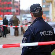 Ein Auge zudrücken! Polizei soll Flüchtlinge laufen lassen (Foto)