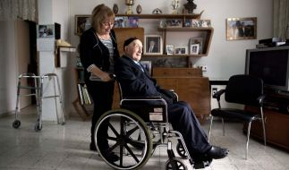 Israel Kristal (hier mit seiner Tochter Shula) könnte mit seinen 112 Jahren der älteste Mann der Welt sein. (Foto)