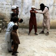 Erschreckend! So wirbt ISIS Jugendliche an (Foto)