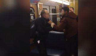 In einer Münchner U-Bahn ist es zu heftigen Übergriffen gekommen - Ein Augenzeuge filmte alles. (Foto)