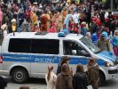 Polizei agiert mit Großaufgebot zur Weiberfastnacht in Köln. (Foto)