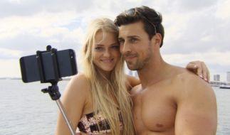 Seflie-Time: Bachelor Leonard und Kandidatin Daniela halten den Augenblick für die Ewigkeit fest. (Foto)