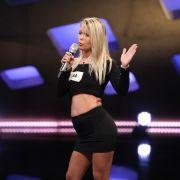 Oben-ohne-Moderatorin Kitty Monroe will Bohlen mit Blümchen-Song überzeugen (Foto)