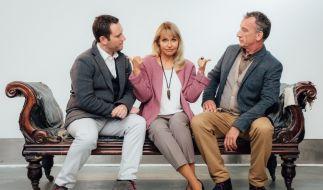 Liebeshilfe Seitensprung? Ella Fairchild (Anica Dobra) zwischen Ehemann Oscar (Heio von Stetten, rechts) und Bekanntschaft Bradley (Carl Ferguson). (Foto)