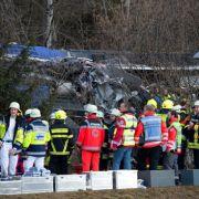 10 Tote, keine Vermissten mehr: Horst Seehofer am Unfallort (Foto)