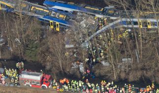Bei dem Zugunglück in Oberbayern kamen nach aktuellem Stand zehn Menschen ums Leben. (Foto)
