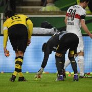 Kuriose Aktion: BVB-Fans bewerfen Platz mit Tennis-Bällen (Foto)