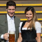 Robert Lewandowski besucht die Wiesn mit seiner bildhübschen Anna.
