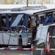Frontal-Crash mit LKW! Sechs Jugendliche bei Busunfall getötet (Foto)