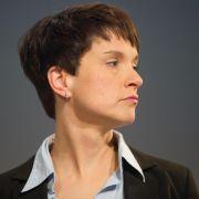 2.000 Menschen demonstrieren in Augsburg gegen AfD-Chefin Frauke Petry (Foto)