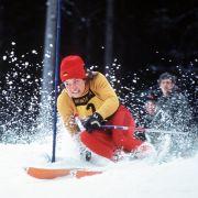 Rosi Mittermaier glänze sowohl im Abfahrtslauf, als auch beim Slalom. Beim alpinen Skiweltcup 1975/76 erreichte sie Platz Eins im Gesamtweltcup.