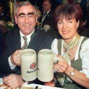 Nach ihrem Karriereende heiratete sie den ehemaligen Finanzminister Theo Waigel und trägt seitdem den Doppelnamen Epple-Waigel.