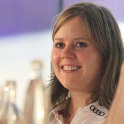 Abseits der Piste ist Rebensburg gelernte Zollwachtmeisterin und Mitglied des deutschen Zoll-Ski-Teams.