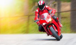 Bei einem Motorradrennen stirbt der 15-Jährige Jonas. (Symbolbild) (Foto)