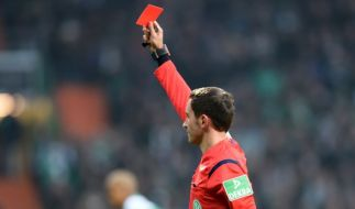 Nach der Roten Karte sah ein argentinischer Spieler rot. (Foto)