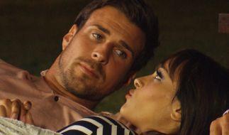 Jasmin und Leonard verbringen einen gemütlichen Abend zusammen - und tauschen heimliche Küsse aus? (Foto)