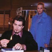 Katja bittet Leon um Entschuldigung. Doch die Lüge mit der Leihmutterschaft will Leon ihr nicht verzeihen.