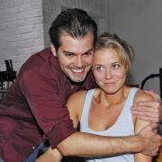 Caroline Neustädter (Jessica Ginkel) findet, dass Leon sich vor seinem Boxkampf nicht gerade professionell benimmt.