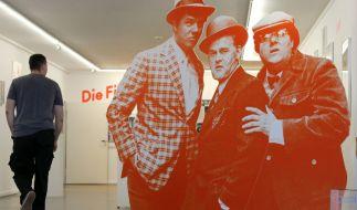 """Figuren von Benny, Egon und Kljeld (l-r) in der Ausstellung """"Mächtig gewaltig! Die Olsenbande im Museum"""" in der Kunsthalle Rostock (Mecklenburg-Vorpommern) vom 16. - 22. November 2015. (Foto)"""