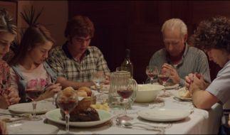 Beim Abendgebet im Hause Puccio. (Foto)