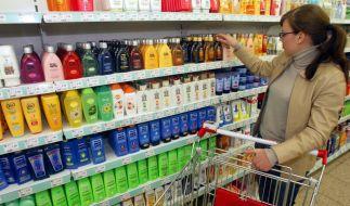 Immer noch enthalten viele Kosmetik-Produkte sogenannte Parabene - Inhaltsstoffe, die schon länger als krebserregend gelten. (Foto)