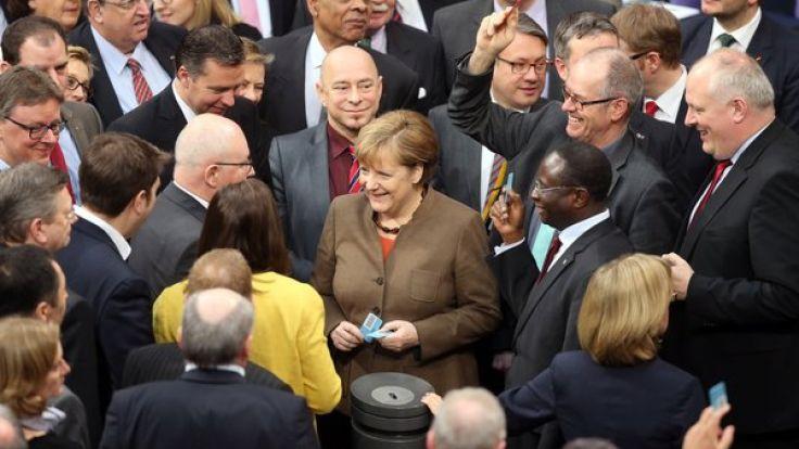 Der Bundestag beschließt das Asylpaket II. (Foto)
