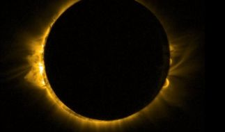 Eine Sonnenfinsternis verzaubert im März den Himmel. (Foto)