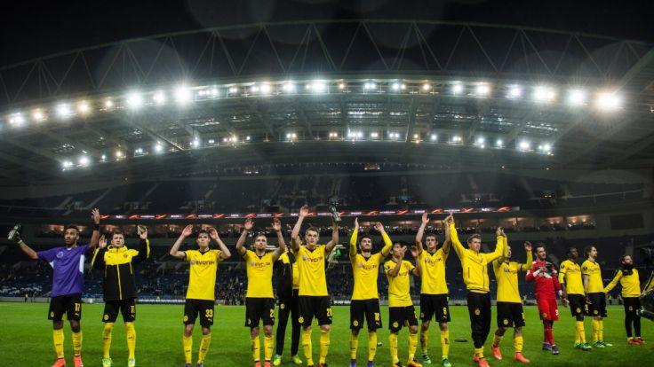 Jubel vor großer Kulisse: Dortmund hat das Achtelfinale der Europa League erreicht. (Foto)