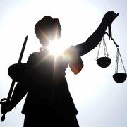 Karlsruher Richter wegen Facebook-Hetze entlassen (Foto)