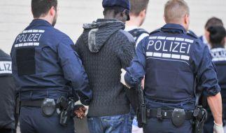 Steigt die Kriminalität durch Flüchtlinge wirklich extrem an? (Foto)