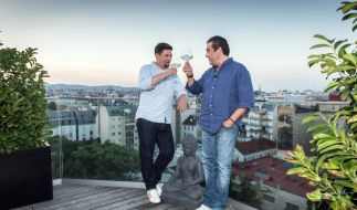 Tim Mälzer uznd Juan Amador treten im Kochduell gegeneinander an. (Foto)