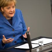 25. März 2010: Bundeskanzlerin Angela Merkel bekräftigt am Vormittag im deutschen Bundestag, die Regierung sehe gemeinschaftliche Finanzhilfen für das vor dem Bankrott stehende Griechenland seien der allerletzte Ausweg.