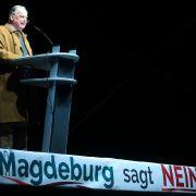 31. August / 14. September 2014: Bei den Landtagswahlen 2014 in Sachsen (9,7%), Thüringen (10,6%) und Brandenburg (12,2%) kann die AfD ihren Siegeszug fortsetzen. In Brandenburg wird Alexander Gauland Landesvorsitzender der AfD.