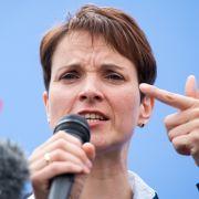 Beflügelt durch die Erfolge bei den Landtagswahlen in Ostdeutschland, wird der national-konservative Flügel der Partei immer stärker. Zu ihm gehört auch die Vorsitzende der sächsischen AfD, Frauke Petry.
